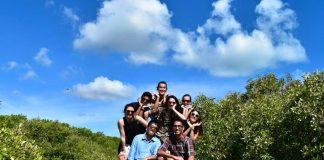 オーストラリアの医学生がへき地で一緒に生活する同級生