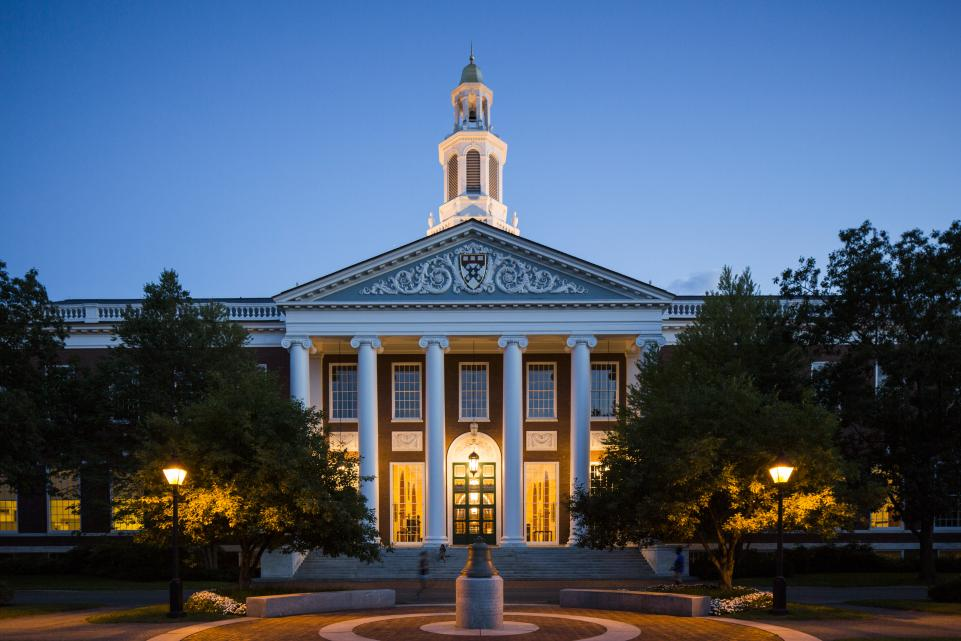 ハーバード大学経営学大学院卒の戸塚隆将さんも、「英語ペラペラ」「TOEIC高得点」をゴールにしてはいけないと言っている。